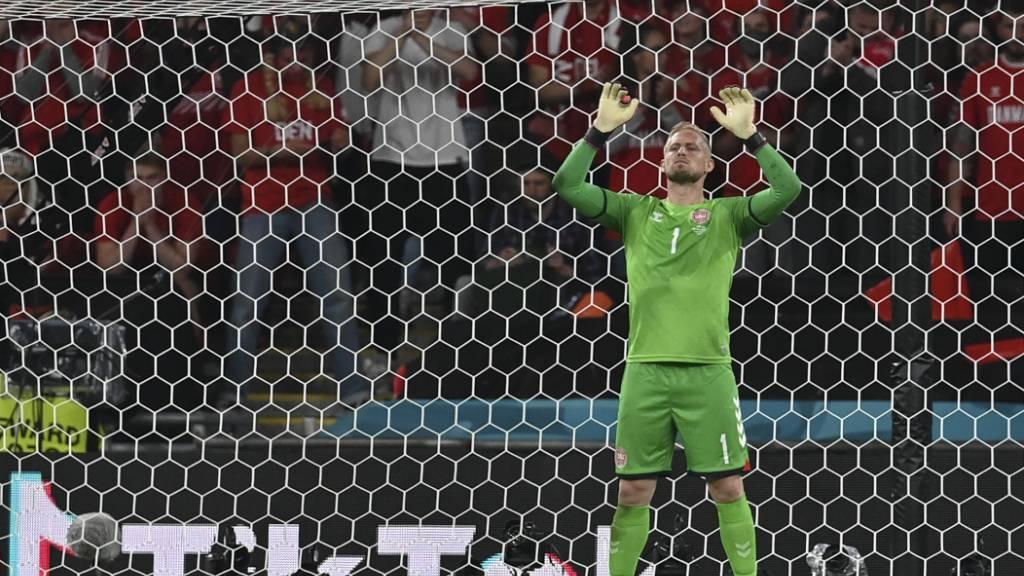 Torhüter Kasper Schmeichel wurde vor dem Penalty von Harry Kane mit einem Laserpointer gestört
