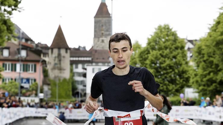 Der Sieger Fabian Meier im Ziel in Aarau.