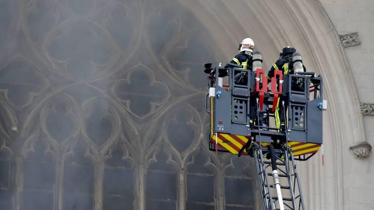 Die Staatsanwaltschaft geht von Brandstiftung aus, weil es in der Kirche drei Brandherde gab.