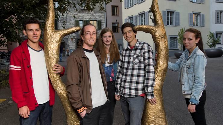 Fran Peric, Dimitri Flückiger, Nicole Jucker, Severin Etzensperger und Alina Denz (v.l.) vom Festival-OK auf dem Kirchplatz. Alex Spichale