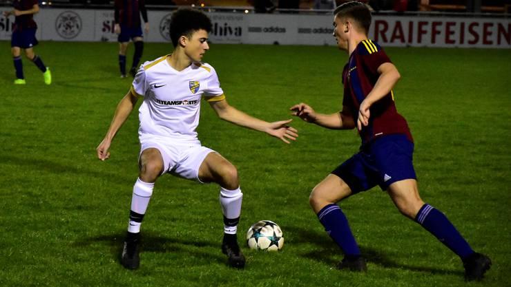 Stehen gelassen: Koblenz-Spieler Dylan Bilger (links) muss seinen Gegenspieler vorbeiziehen lassen.