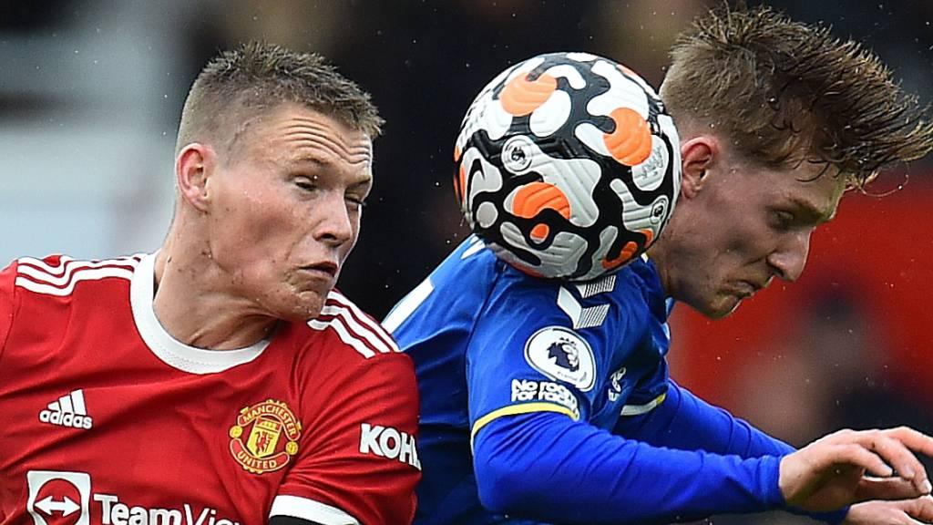Manchester United mit Scott McTominay (links) müht sich im Old Trafford gegen Everton zu einem Remis