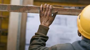 Die Arbeitsmarktkontrolle für das Baugewerbe (AMKB) hat 2018 im Kanton Basel-Landschaft 452 Kontrollen im Bereich Schwarzarbeit abgeschlossen. (Symbolbild)