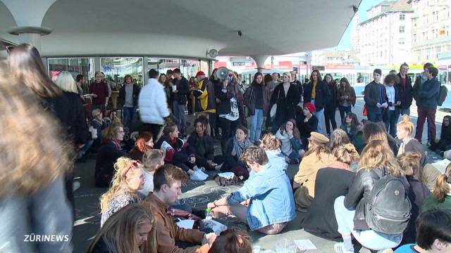 Schülerdemonstration legt Bellevue lahm