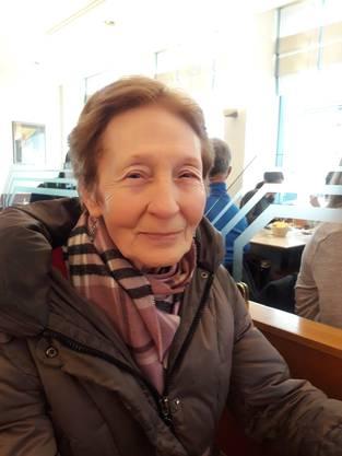 Silvia Suter, Neuenhof: «Schon mit meiner Mutter war ich immer im Himmel. Oft bin ich auch nach Feierabend hier eingekehrt. Mit dem Himmel verbinden mich so viele Erinnerungen, es ist jammerschade, dass es offenbar bald zu Ende geht. Ich kann es nicht verstehen; das Café war doch immer sehr gut besetzt!?»