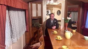 Kindheitserinnerungen werden wach bei Fredy Knie junior im Zirkuswagen seiner Grossmutter, der im Verkehrshaus ausgestellt ist.