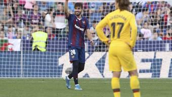 Levantes 1:1-Torschütze José Campaña ballt die Faust, Antoine Griezmann ist bedient