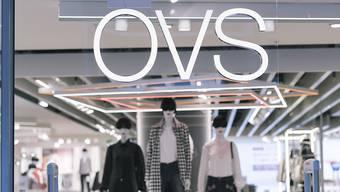 Beim Kleiderhändler OVS kommt es zu einer Massenentlassung. Bis Ende Juni wird allen Mitarbeitenden gekündigt. (Archiv)