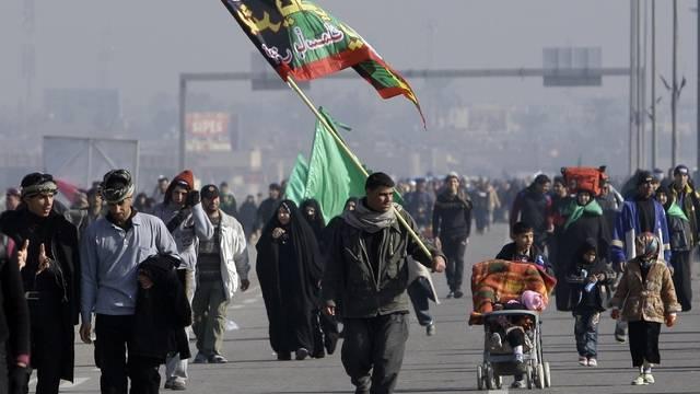 Schiitische Pilger auf dem Weg nach Kerbela