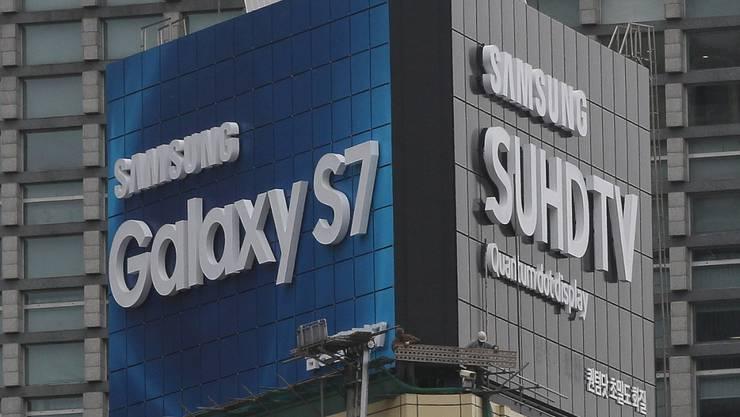 Das Smartphone Galaxy S7 hat dem südkoreanischen Elektronikkonzern Samsung nicht nur Rückrufkosten verursacht. (Symbolbild)