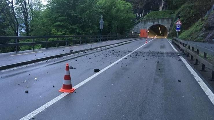 Die Axenstrasse wurde durch den Murgang nicht beschädigt.