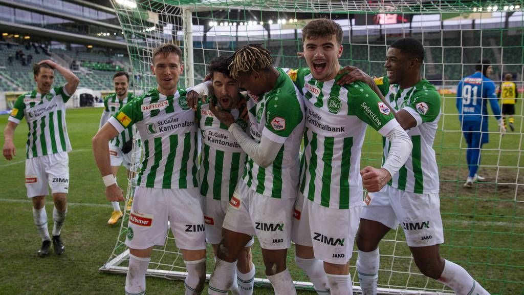Der FC St.Gallen stellt ab 15 Uhr die neue Mannschaft und das neue Trikot vor.