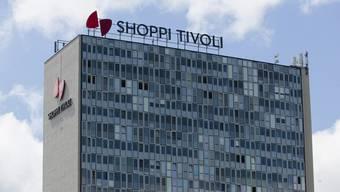 Wer im Shoppi Tivoli parkiert, muss künftig höhere Gebühren zahlen – oder mit dem öV anreisen.
