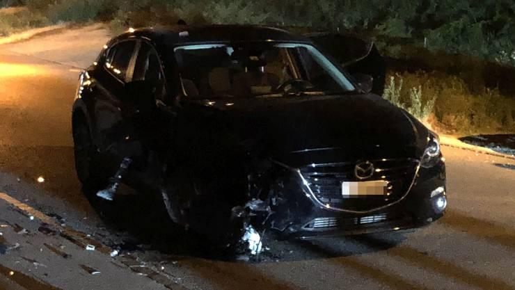 Raserunfall Würenlingen - Das Fahrzeug der korrekt fahrenden Autolenkerin wurde beim Aufprall stark beschädigt.