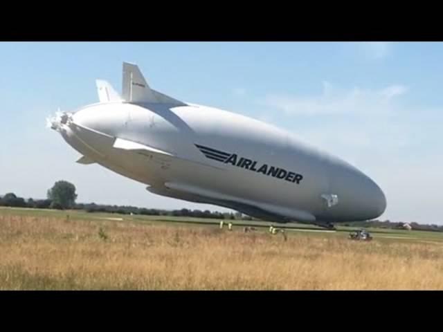 Gaaanz langsam: Hier crasht das grösste Flugobjekt der Welt