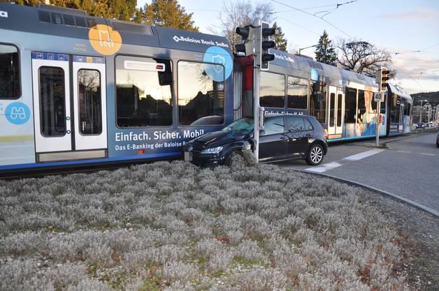 Verletzt wurde beim Unfall niemand. Es kam jedoch zu grösseren Verkehrsbehinderungen.