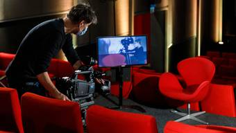 Vorbereitungsarbeiten in den Online-Studios der Solothurner Filmtage