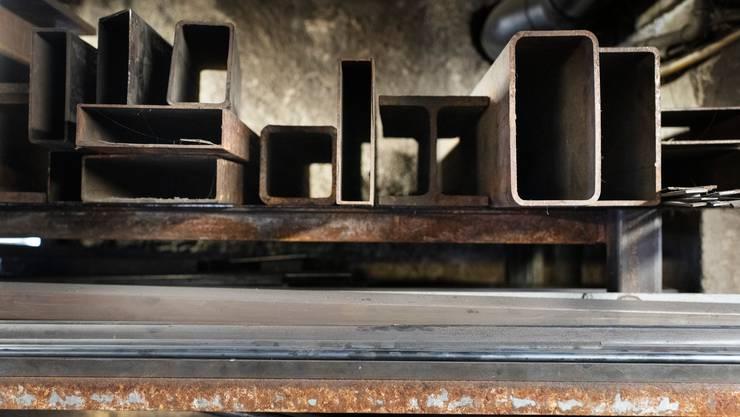 Während es im verarbeitenden Gewerbe wie dem Metallbau eine Erholung gibt, leidet die Gastronomie nach wie vor.