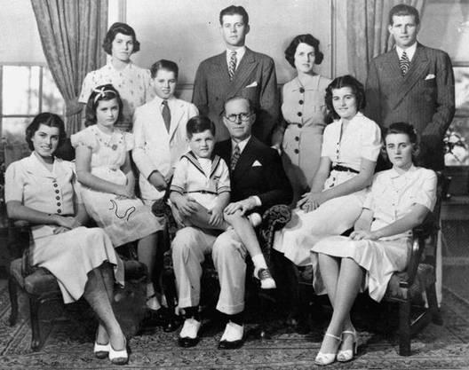 Geschwister, erwachsene Kinder oder Grosseltern die in Deutschland leben, zählen bereits nicht mehr zur Kernfamilie. (Bild: AP Boston Globe)