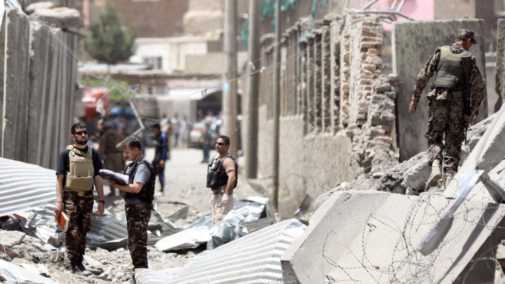 Durch die Wucht der Autobombe wurden in Kabul eine Polizeistation und zahlreiche Gebäude in der Umgebung zerstört.