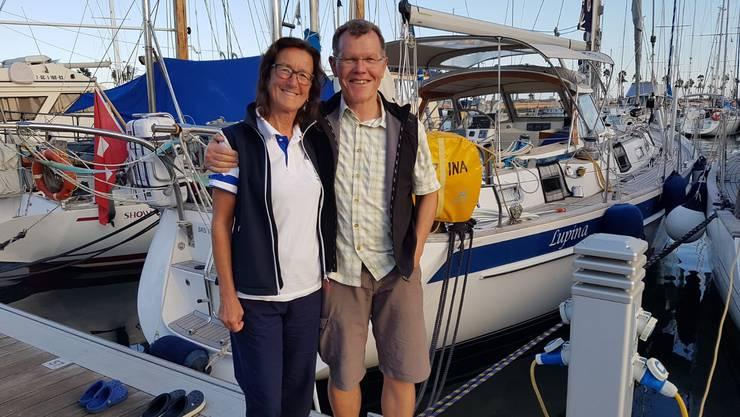 Sind glücklich: Pia Koch und Köbi Brem vor der «Lupina», mit der sie seit Juni um die Welt segeln.