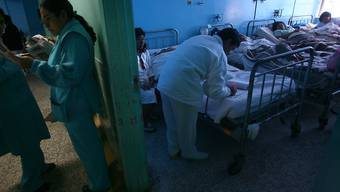 Rund 50 Dorfbewohner wurden nach dem Traueressen in ein Spital gebracht.