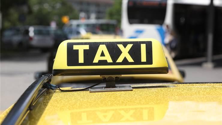 Taxifahrer wird in Grenchen von zwei Männern bedroht, kann sie aber in die Flucht schlagen (Symbolbild).
