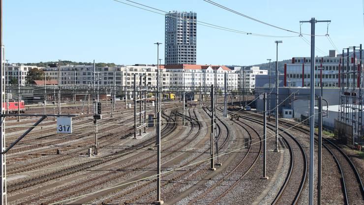 Schienenverkehr von der Brücke Viaduktstrasse Blick auf Limmatfeld