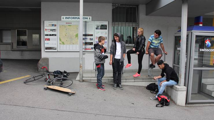 Jugendliche in Reinach (Themenbild)