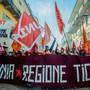 Bauarbeiter demonstrieren in Bellinzona für bessere Arbeitsbedingungen.