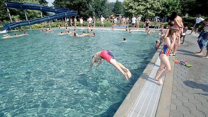 Keine Abkühlung diesen Sommer in der Badi Büren a. A. (Archivbild)