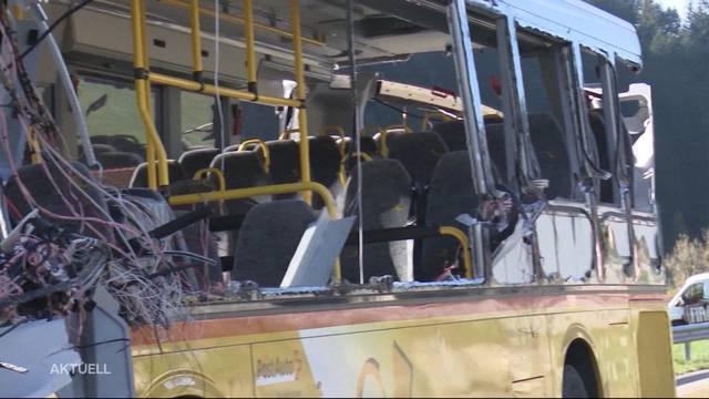 8 Verletzte nach Postauto-Unfall im Entlebuch