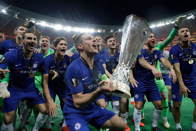 Die Chelsea-Spieler feiern vor ihren Fans.