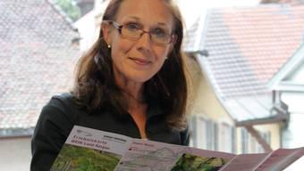 Andrea Lehner mit der Erlebniskarte Wein-Land Aargau. markus christen