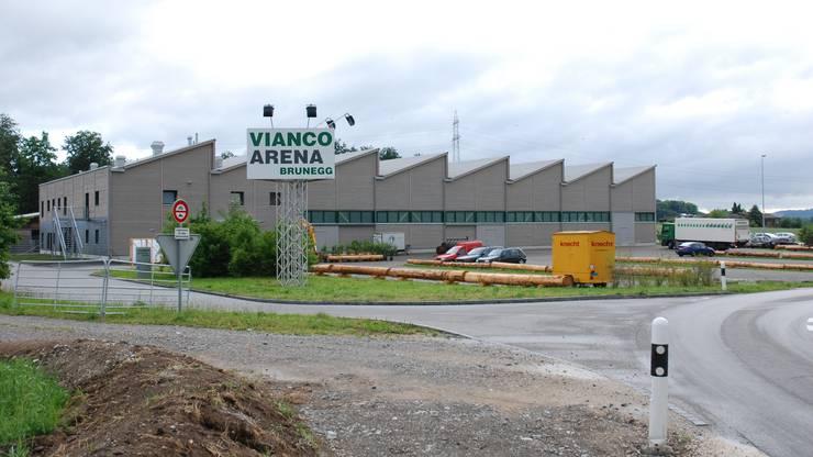Der Kuh gelingt die Flucht von der Vianco-Arena in Brunegg. (Archivbild)