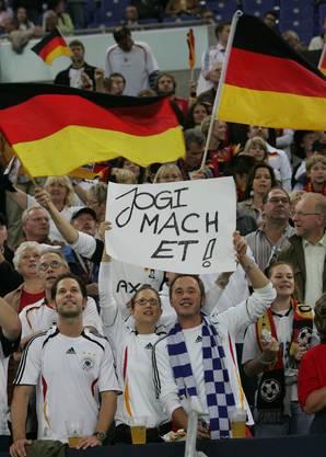 Die Fans haben Vertrauen zum Bundestrainer (Bild: key).