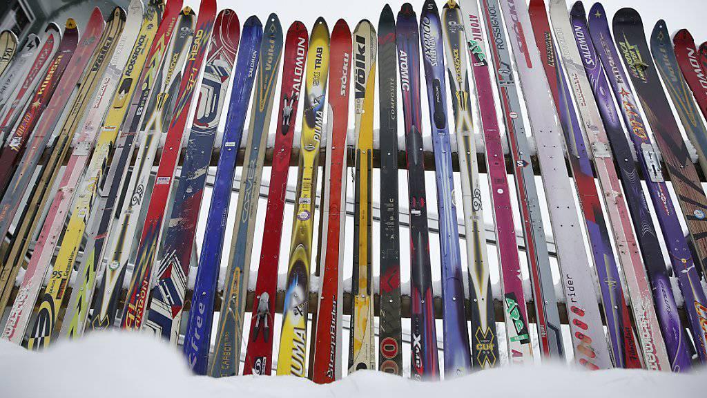 Die Wettbewerbskommission untersucht, ob Völkl und Fischer Parallelimporte von Skis verhindert haben (Archiv).