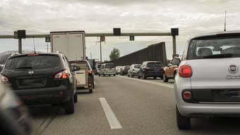 Ein gängiges Bild: Verkehrskollaps vor den Toren der Stadt.