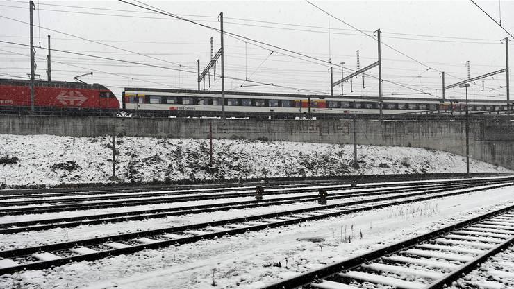 Die SBB sind parat für den Winter: Bei Schnee verhindern Heizungen, dass Weichen zufrieren.