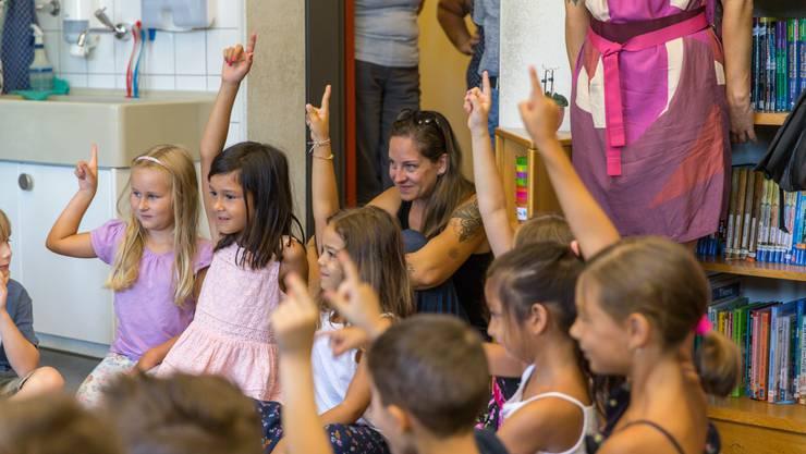 Die Antwort ist eindeutig: Die Erstklässler haben Spass am ersten Schultag.
