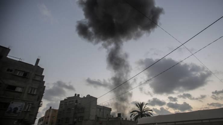 Rauchschwaden über Gaza nach israelischen Luftangriffen.