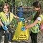 Die Freiwilligen hatten am Clean-Up-Day alle Hände voll zu tun.
