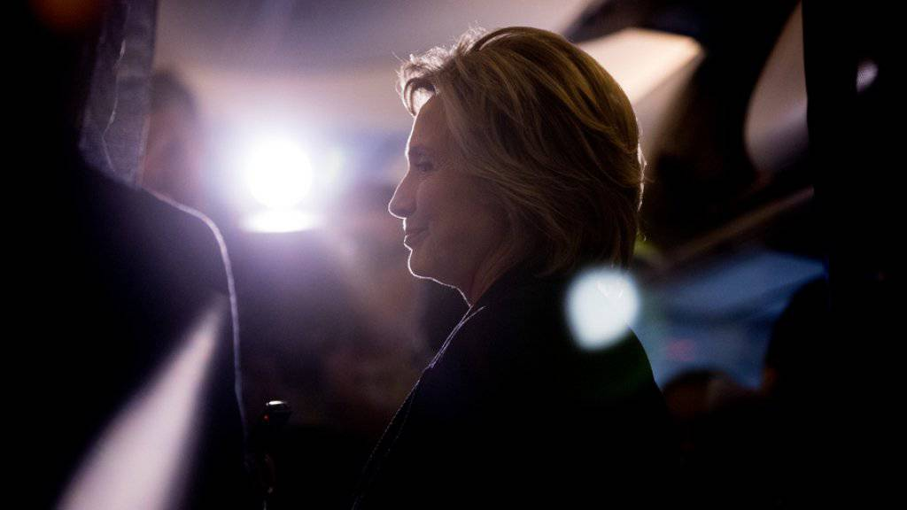 Zweimal mit Präsidentschaftskandidatur gescheitert: Nach einer langen politischen Karriere dürfte es wohl nun still werden um Hillary Clinton.
