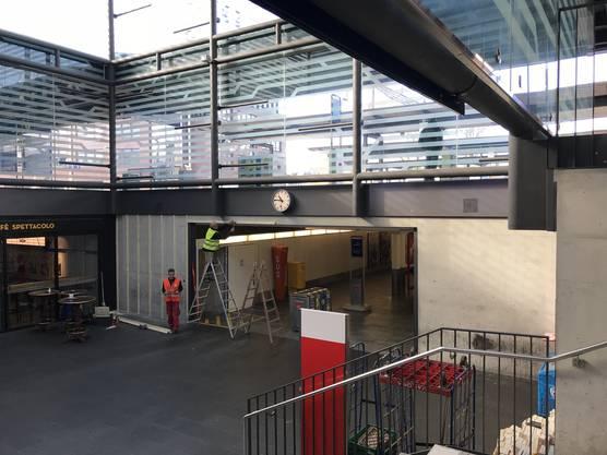 Mit dieser Begrüngungs-Massnahme wollen die SBB die Aufenthaltsqualität am Bahnhof steigern.