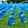 Das Kinderhilfswerk Unicef hat am Sonntag in New York eine Installation vor dem Uno-Hauptquartier aufgestellt, dass an unsinnig getötete Kinder in Konfliktzonen erinnern soll.
