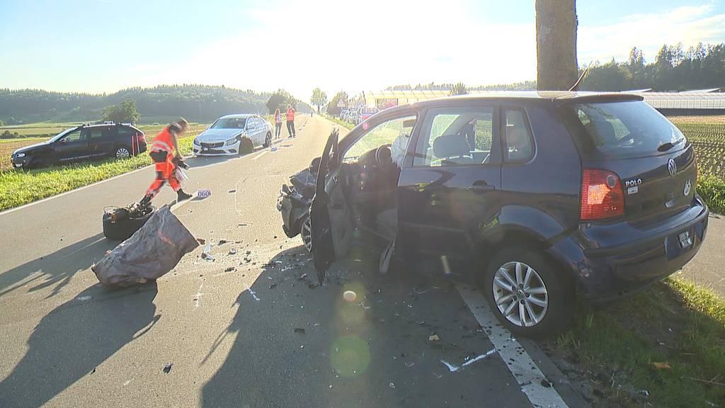 Otelfingen (ZH): Unfall mit vier Autos fordert zwei Verletzte