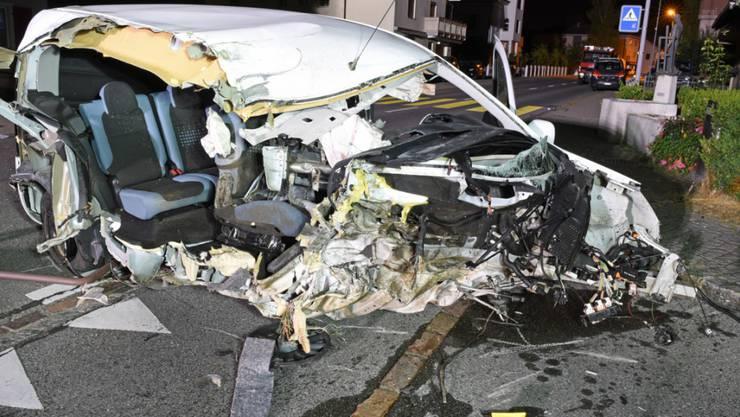 Glück für den alkoholisierten Autofahrer, der in der Nacht auf Montag in Dagmersellen LU einen Selbstunfall baute: Er erlitt nur leichte Verletzungen.