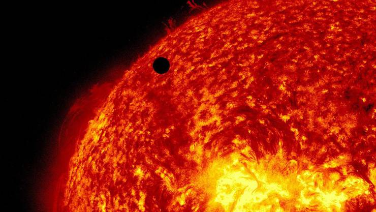 Die Nasa-Mission soll Aufschluss geben über Sonnenwinde, welche Satelliten stören können. Der scharze Punkt im Bild ist die Venus.