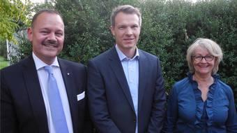 Gérald Künzle (links) und Barbara Angelsberger präsentierten am Dienstag den Statthalter-Kandidaten Simon Hofmann. GAH