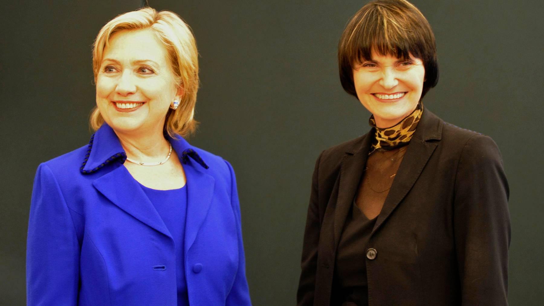 Micheline Calmy-Rey im Jahr 2009, zusammen mit der damaligen US-Aussenministerin Hillary Clinton, als in Zürich ein Friedensabkommen zwischen der Türkei und Armenien unterzeichnet wurde.